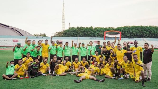 Skuad Persebaya Surabaya saat latihan di Stadion Gelora Delta Sidoarjo