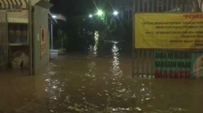 Banjir genangi perumahan di Bekasi