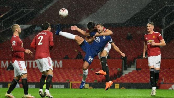 Insiden bek Manchester United, Harry Maguire, versus Cesar Azpilicueta