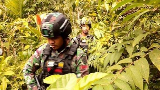 VIVA Militer : Yonif Mekanis Raider 413/Kostrad TNI AD gelar patroli di Papua