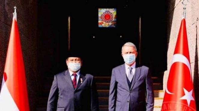VIVA Militer : Menhan Prabowo Subianto bertemu dengan Menhan Turki Halusi Akar
