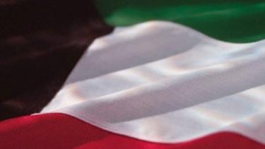 https://thumb.viva.co.id/media/frontend/thumbs3/2020/10/27/5f975fe8b1a64-kuwait-kosongkan-produk-prancis_375_211.jpg