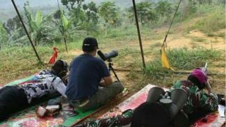 VIVA Militer : Dua jenderal TNI uji kemampuan menembak jarak jauh