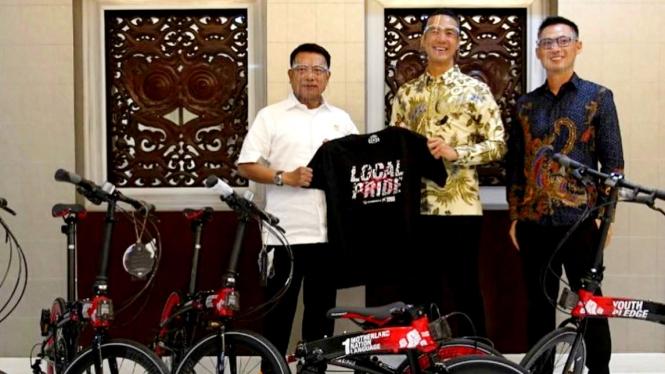 Daniel Mananta serahkan sejumlah sepeda ke Kantor Staf Presiden (KSP)