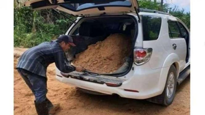 Toyota Fortuner dipakai angkut tanah