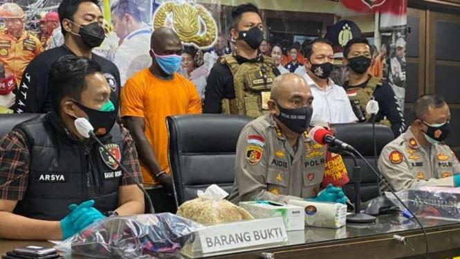 Polres Jakarta Barat merilis kasus pembunuhan warga negara Ghana