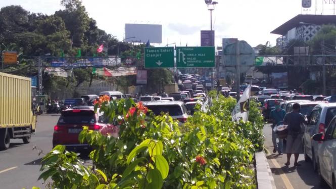 Arus lalu lintas ke puncak Bogor mulai padat di hari pertama libur panjang.