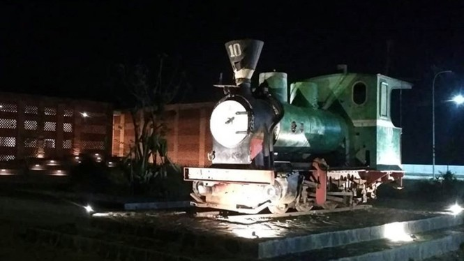 Lokomotif tebu di Rest Area KM 260B eks Pabrik Gula Banjaratma