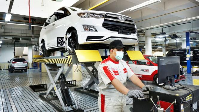 Servis mobil Toyota di Auto2000