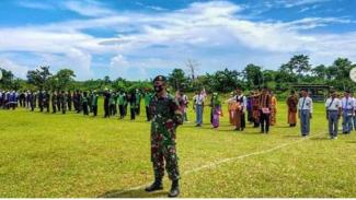 VIVA Militer : Satgas Yonif Raider 432/WSJ Kostrad gelar upacara Sumpah Pemuda
