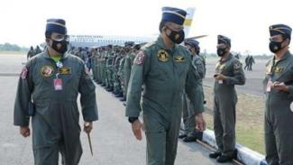 VIVA Militer : KSAU Marsekal TNI Fadjar Prasetyo saat meninjau latihan MOT 2020