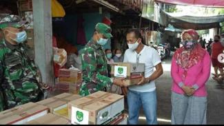 VIVA Militer : Dandim 0504/JS berikan bantuan untuk korban kebakaran Simprug