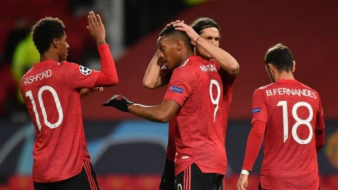 Para pemain Manchester United rayakan gol Anthony Martial