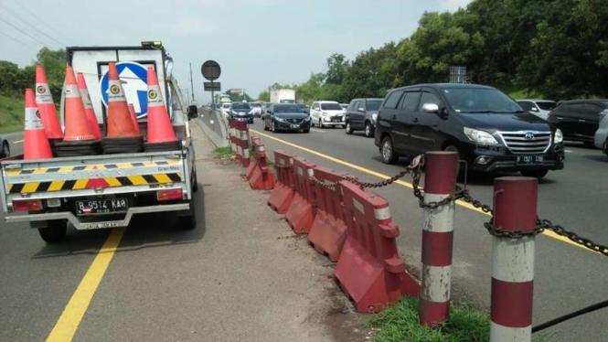 Contraflow diberlakukan di Tol Jakarta-Cikampek