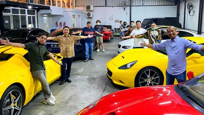 Deretan armada mobil sport crazyrich Surabaya