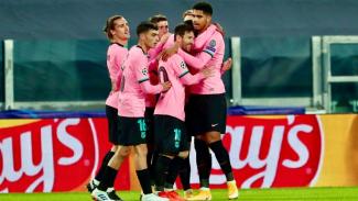 Pemain Barcelona melakukan selebrasi usai bobol gawang Juventus