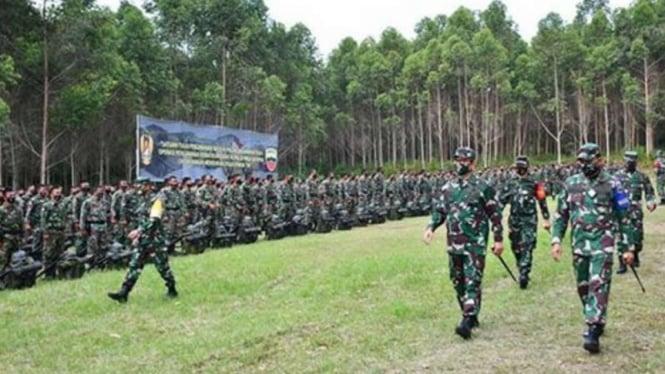 VIVA Militer: Pangdam Kodam I Bukit Barisan periksa pasukan tempur Yonif 122 TS