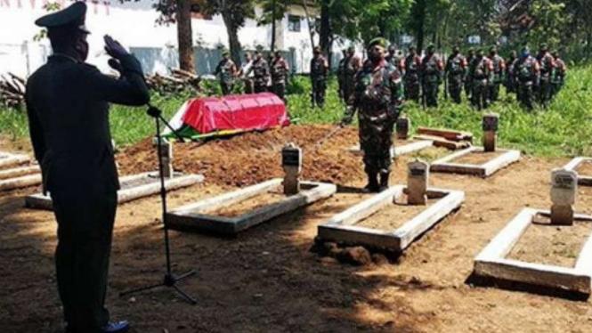 VIVA Militer: Prosesi pemakaman Koptu TNI Soetirman.