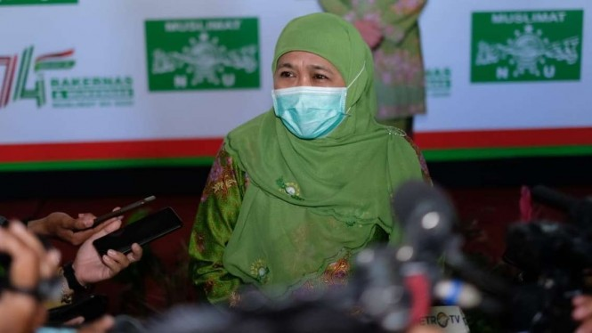 Ketua Umum Muslimat NU Khofifah Indar Parawansa usai pembukaan Rapat Kerja Nasional dan Musyawarah Kerja Nasional Muslimat NU di Kota Batu, Jawa Timur, Kamis, 29 Oktober 2020.