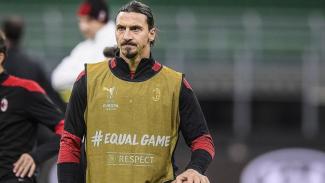 Zlatan Ibrahimovic saat pemanasan jelang AC Milan vs Sparta Praha