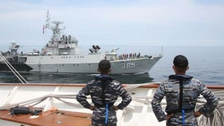 VIVA Militer : Dua kapal perang TNI AL gelar latihan RAS di Selat Malaka