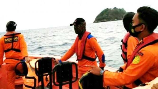 Tim SAR Mencari Penumpang yang Loncat ke Laut dari Ferry, Merak Banten