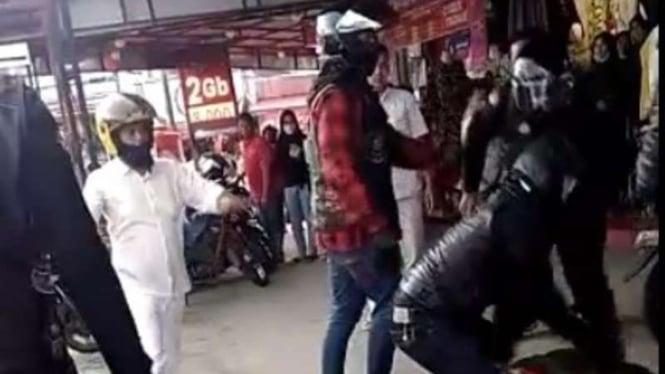 VIVA Militer : Anggota TNI AD dikeroyok rombongan Harley Davidson di Bukittinggi