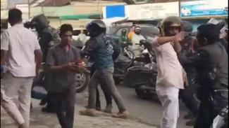 VIVA Militer : 2 Anggota TNI AD dipukuli rombongan Moge di Bukittinggi
