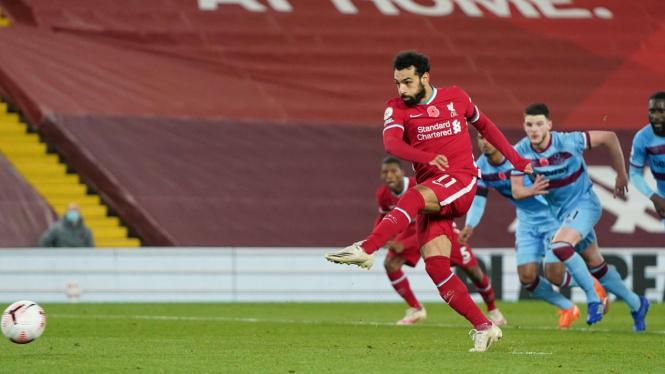 Striker Liverpool, Mohamed Salah cetak gol ke gawang West Ham