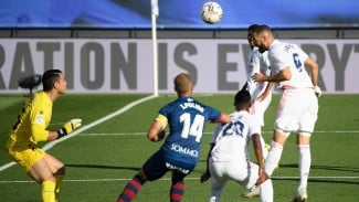 Striker Real Madrid, Karim Benzema cetak gol ke gawang Huesca