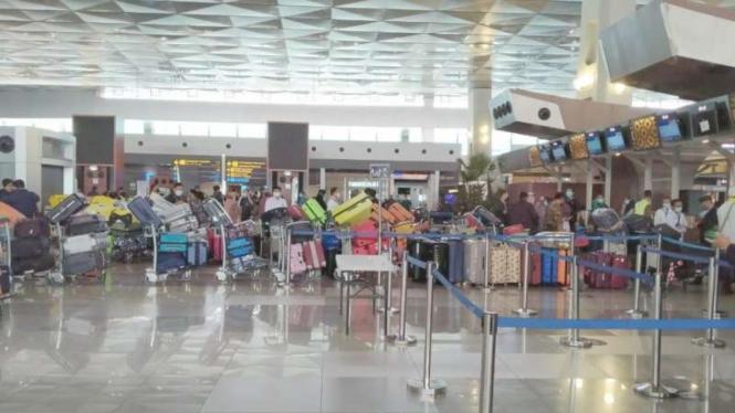 Jemaah umrah Indonesia kembali diberangkatkan di Terminal III Bandara Soetta