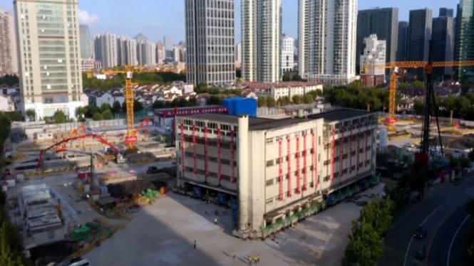 Bangunan sekolah di China digeser.