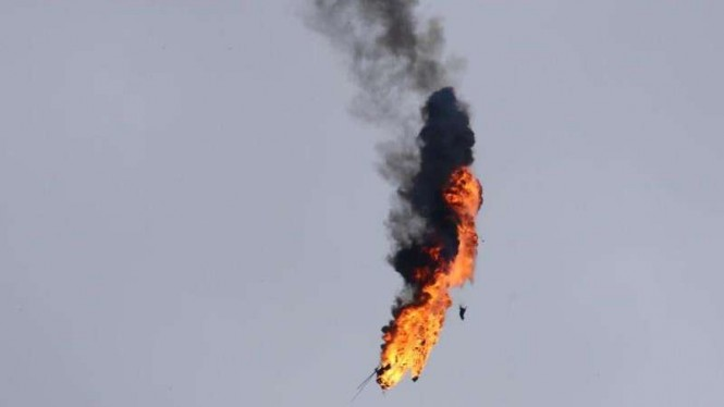 VIVA Militer: Helikopter militer Amerika Serikat meledak terkena serangan roket