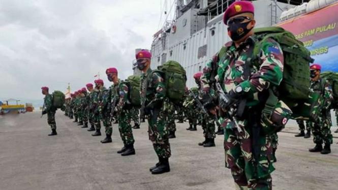 VIVA Militer: Pemberangkatan pasukan Marinir Brigif 4 ke Pulau Rondo.