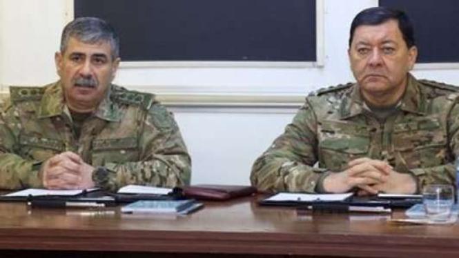 Kolonel Jenderal Zakir Hasanov (kiri) dan Kolonel Jenderal Najmeddin Sadykov