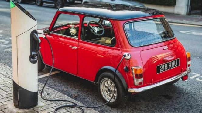 Mobil Mini Cooper disulap jadi kendaraan listrik