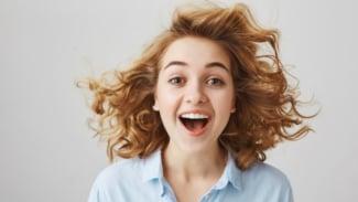 Ilustrasi wanita/rambut berwarna/cat rambut.