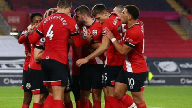 Pemain Southampton rayakan gol.