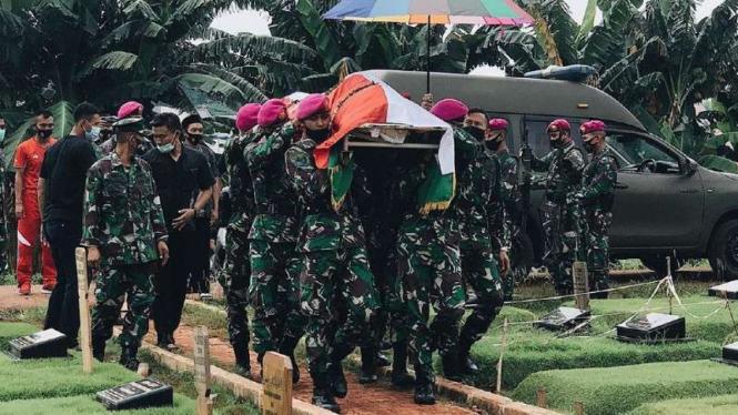 VIVA Militer: Prosesi pemakaman marinir TNI AL.