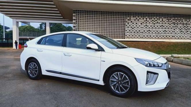 Mobil listrik Hyundai Ioniq yang dijual di Indonesia.