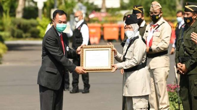 BIN menerima penghargaan di Hari Pahlawan dari Pemkot Surabaya