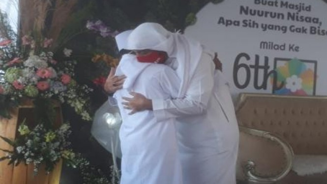 Syekh Ali Jaber bertemu dengan Muhammad Al Gifari (16) yang akrab disapa Akbar. Source : Republika