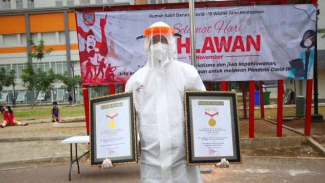 Dua rekor Museum Rekor Indonesia (Muri) disabet Rumah Sakit Darurat COVID-19 Wisma Atlet Kemayoran, Jakarta, bertepatan dengan Hari Pahlawan pada 11 November 2020.