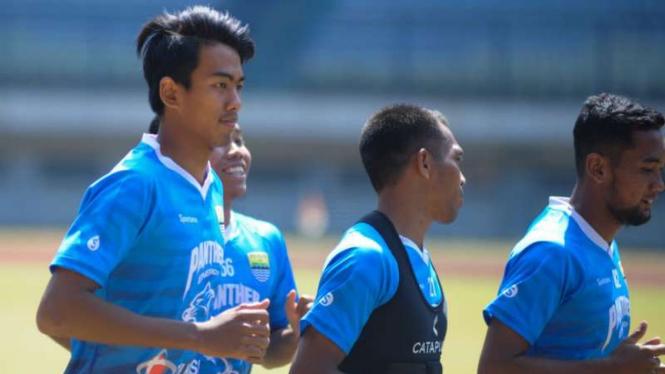 Bek Persib Bandung, Kakang Rudianto.