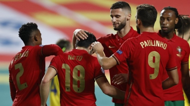 Pemain Portugal merayakan gol ke gawang Andorra