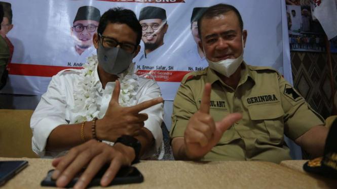 Wakil Ketua Dewan Pembina Partai Gerindra Sandiaga Uno bersama calon gubernur Sumatra Barat Nasrul Abit di Padang, Kamis, 12 November 2020.