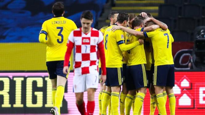 Para pemain Swedia melakukan selebrasi usai membobol gawang Kroasia.
