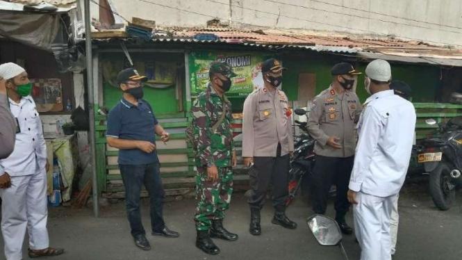 VIVA Militer : Prajurit TNI menemui panitia acara pernikahan putri Rizieq Shihab