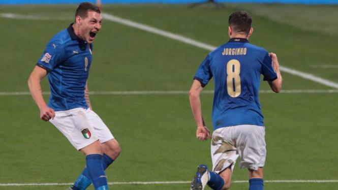 Selebrasi elandang Timnas Italia, Jorginho usai bobol gawang Polandia.