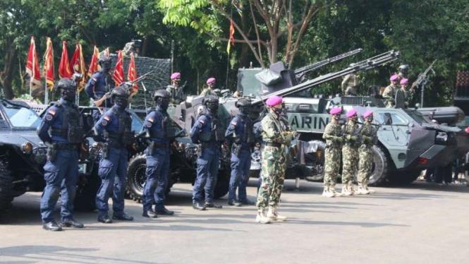 VIVA Militer : Prajurit Marinir TNI AL dalam upacara HUT Korps Marinir ke 75 th